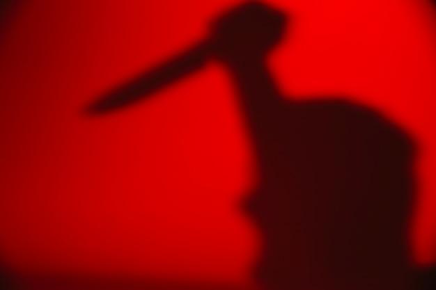 ナイフを持つ匿名の人