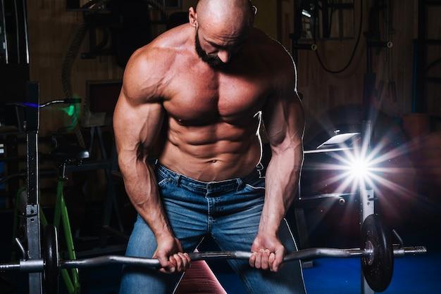 Мышечный штанга подъема человека