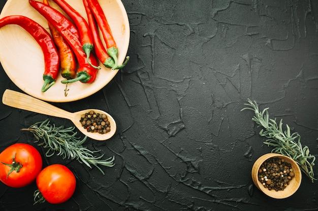 テクスチャの背景に新鮮な野菜