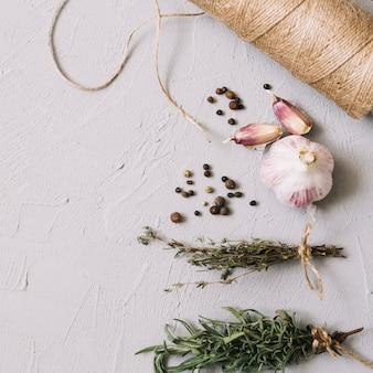 白で作られた芳香の調味料