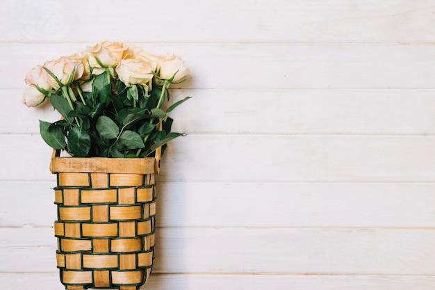 Розы в корзине