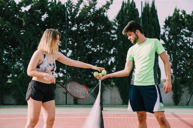ネット上のテニス選手