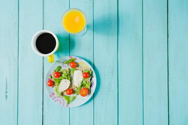 Салат и кофе