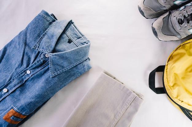 Рюкзак и повседневная одежда