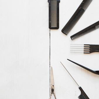 Полукруг от гребней и ножниц