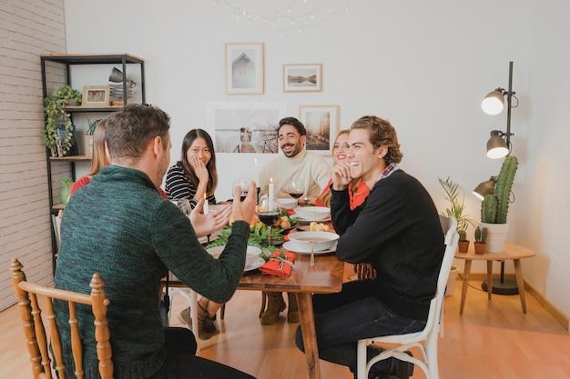 テーブルでのクリスマスディナー