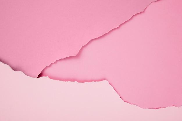 リッピングされたピンクのペーパーの構成