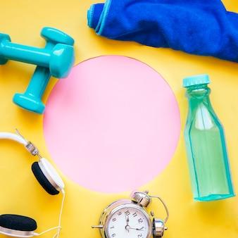 ピンクサークルの周りのスポーツ用品