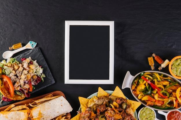 素敵なメキシコ料理の近くの黒板
