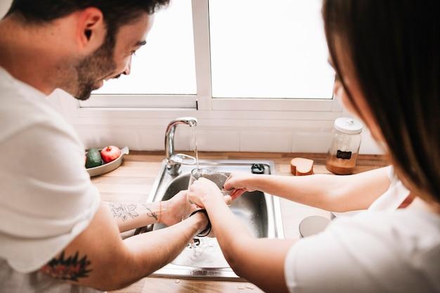 バックカップルの洗面器