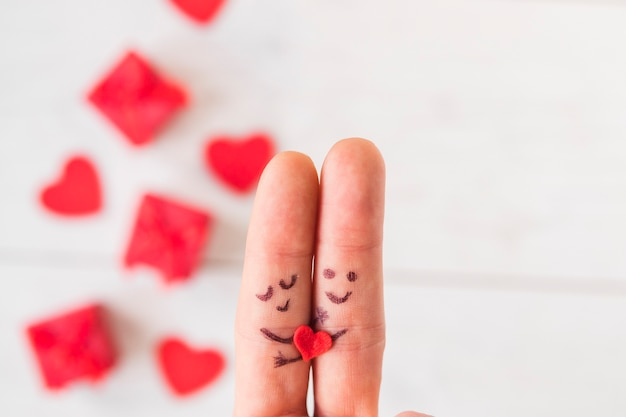 かわいい抱き合わせの指