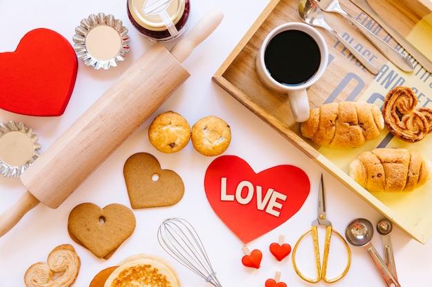 Сердце среди пирожных и кофе