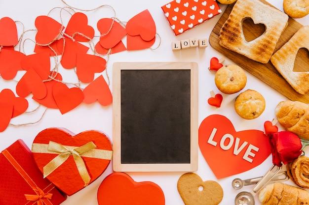 Сердца и тесто на доске