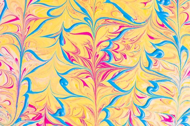Абстрактные волнистые синие линии на желтом фоне