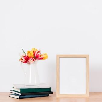 テーブルの空の写真フレーム