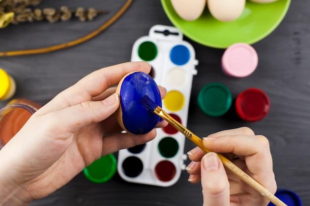 卵を青く塗りつぶす手作り