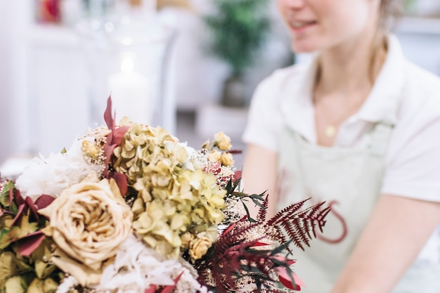 エレガントな花束と花屋の作物