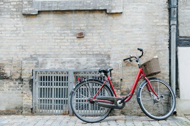 石畳の舗道の自転車