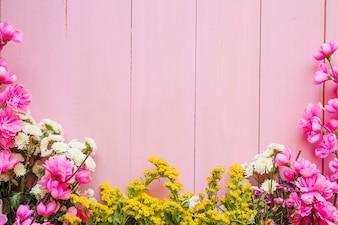 Довольно цветы на розовом