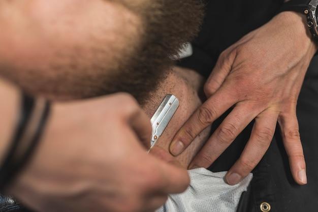 Сверху руки бритья