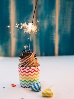 カップケーキと照明スパークラー