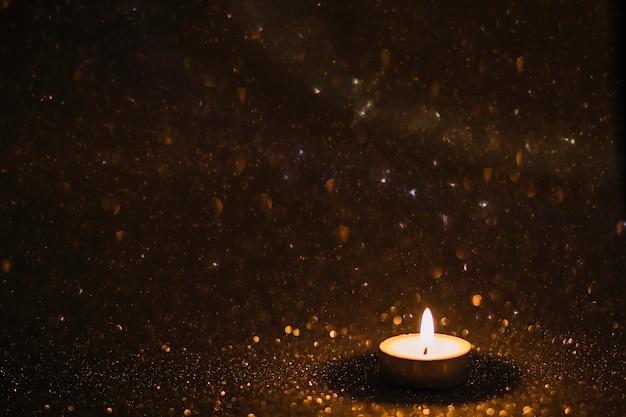 Вода, падающая на свечу