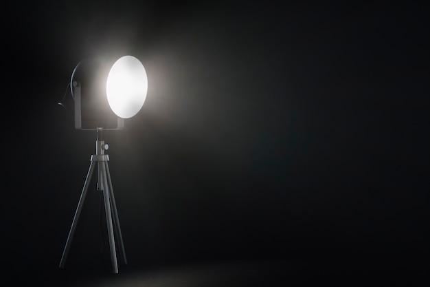 Прожектор в темной комнате