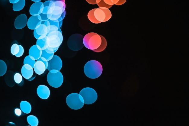 青とオレンジの光の斑点