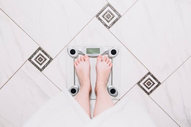 Обрезать человека сверху на весах