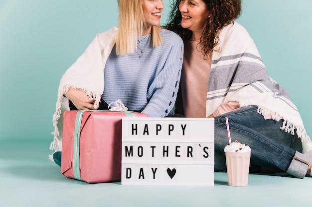 Мама и дочь в день матери
