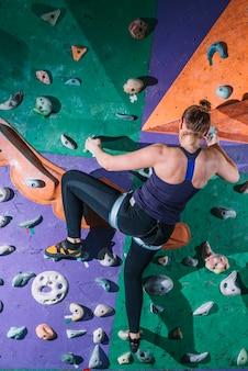 匿名の女性登山壁
