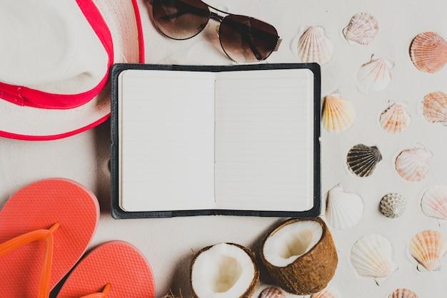 Летняя концепция с открытой книгой