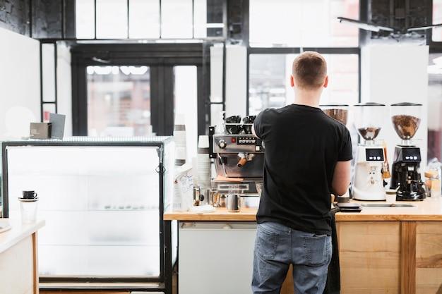 バーマンとコーヒーを作るバーコンセプト