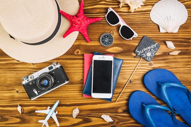 Туристические вещи вокруг паспортов и смартфонов