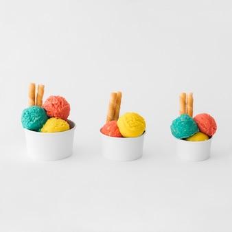 Чашки мороженого разных размеров