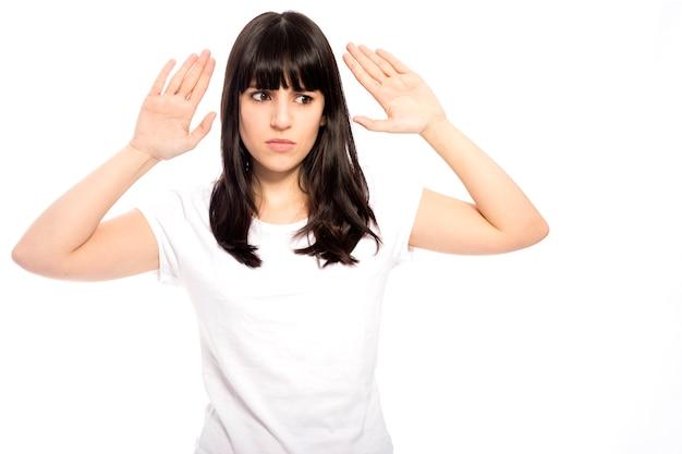 不満足な女性の身振り停止