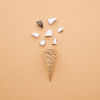 コーンとココナッツのアイスクリームのコンセプト