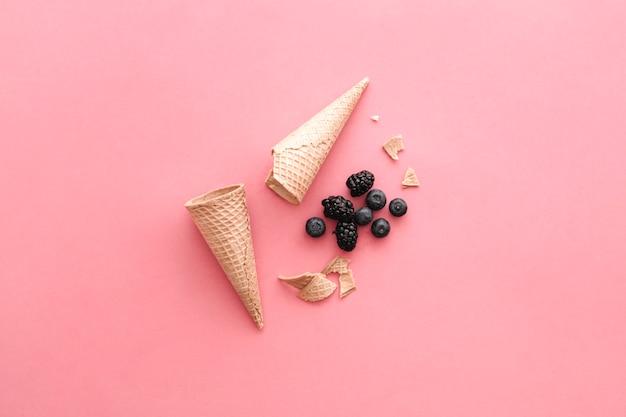 コーンとフルーツのアイスクリームコンセプト