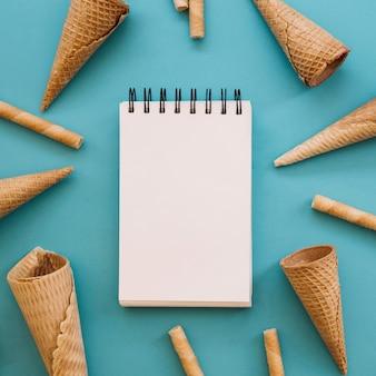 アイスクリームの背景とメモ帳
