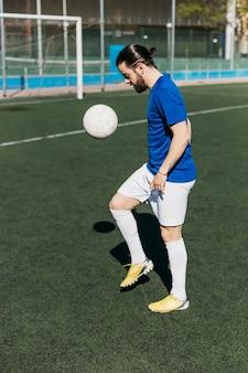 サッカー選手ジャグリングボール