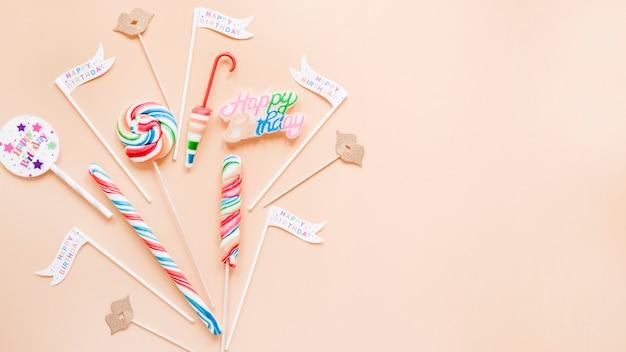 誕生日の装飾と棒付きキャンデー