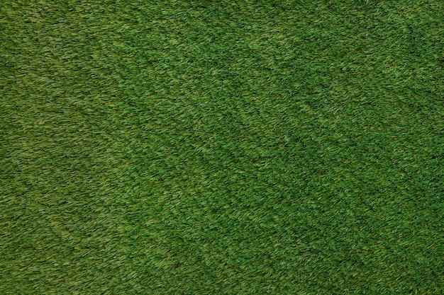 草の上にサッカーの背景