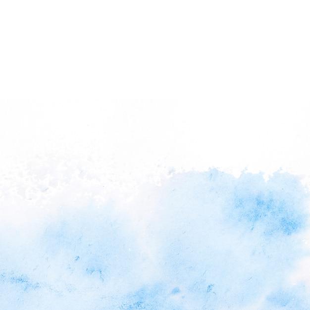 Голубой акварель пятно на белом фоне