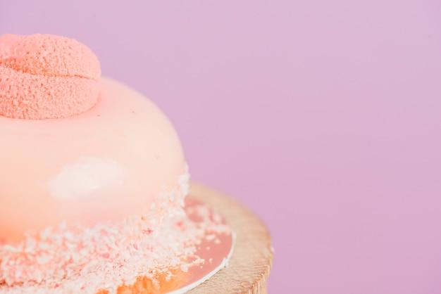 美しくデザインされた誕生日のケーキのマクロショット