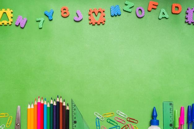 文房具の上の文字と数字