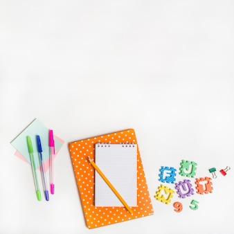 ペンと手紙の間のノート