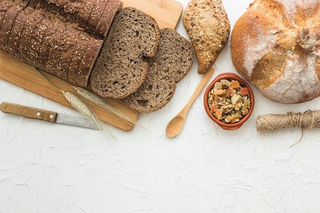 Инструменты рядом с хлебом и орехами