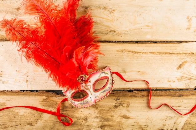 ベネチアのカーニバルのマスクでエレガントな構成