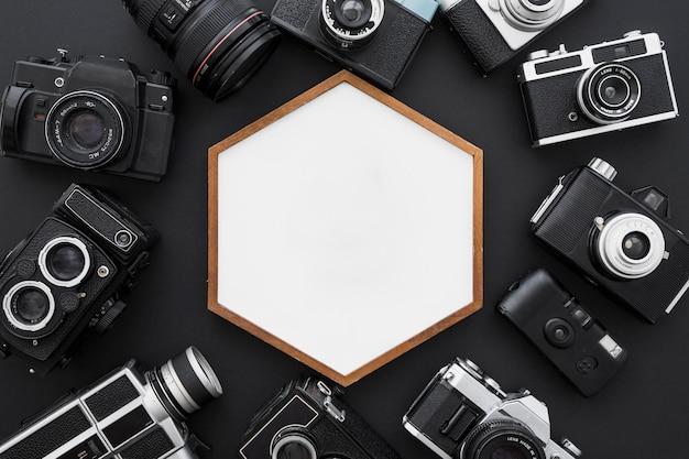 六角形のフレームの周りのカメラ