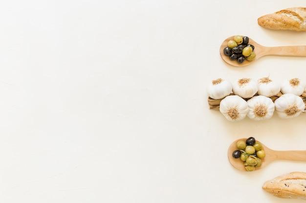 ニンニクのオリーブとパンのセット